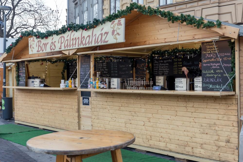 Sopron_Adventmarkt_Glühweinstand
