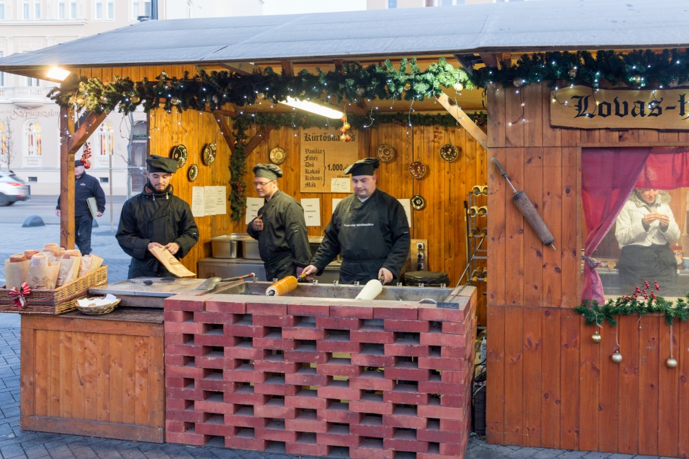 Sopron_Adventmarkt_Kürtöskalacs