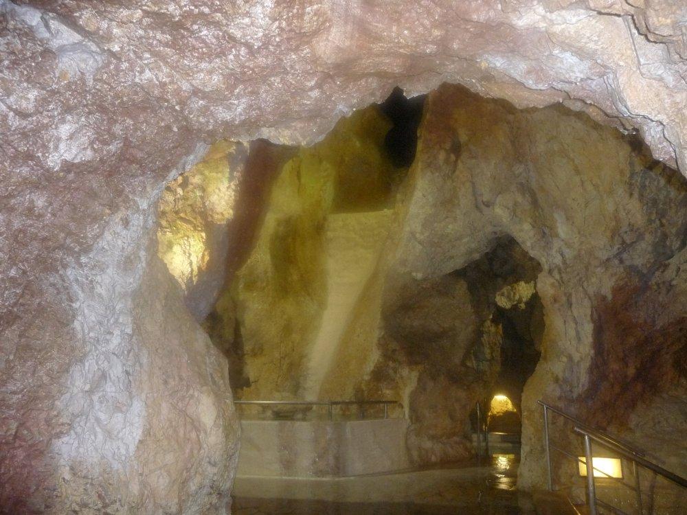 Höhlenbad-Durchblick