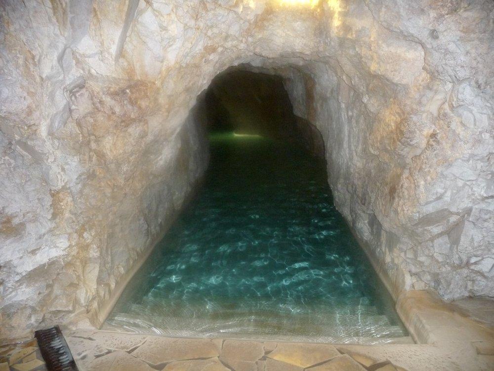 Höhlenbad-Einstieg-ins-Dunkel