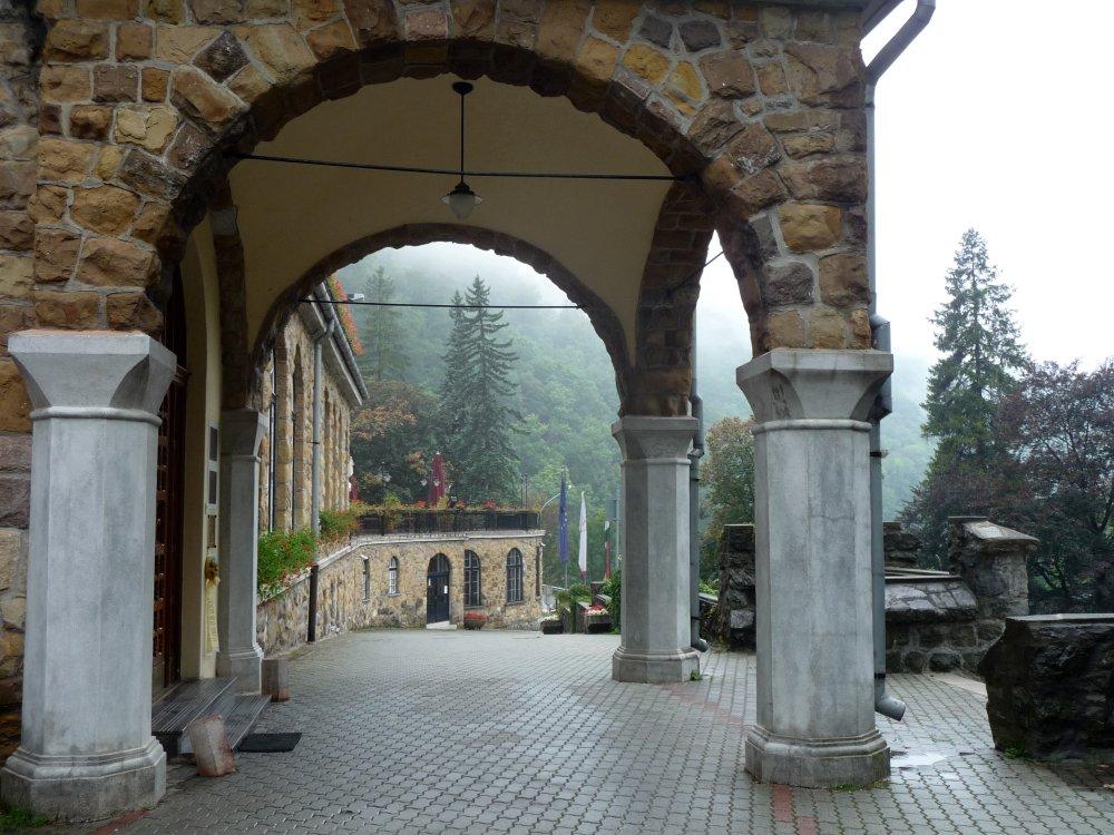 Hotel Palota, Portal