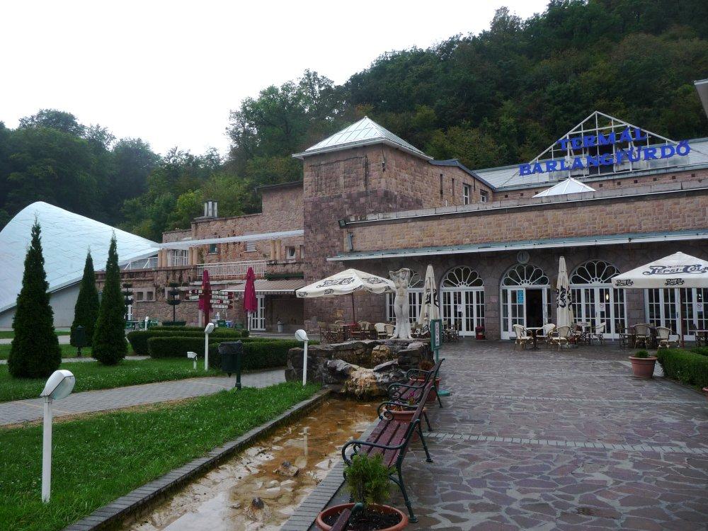 Höhlenbad-Aussenansicht