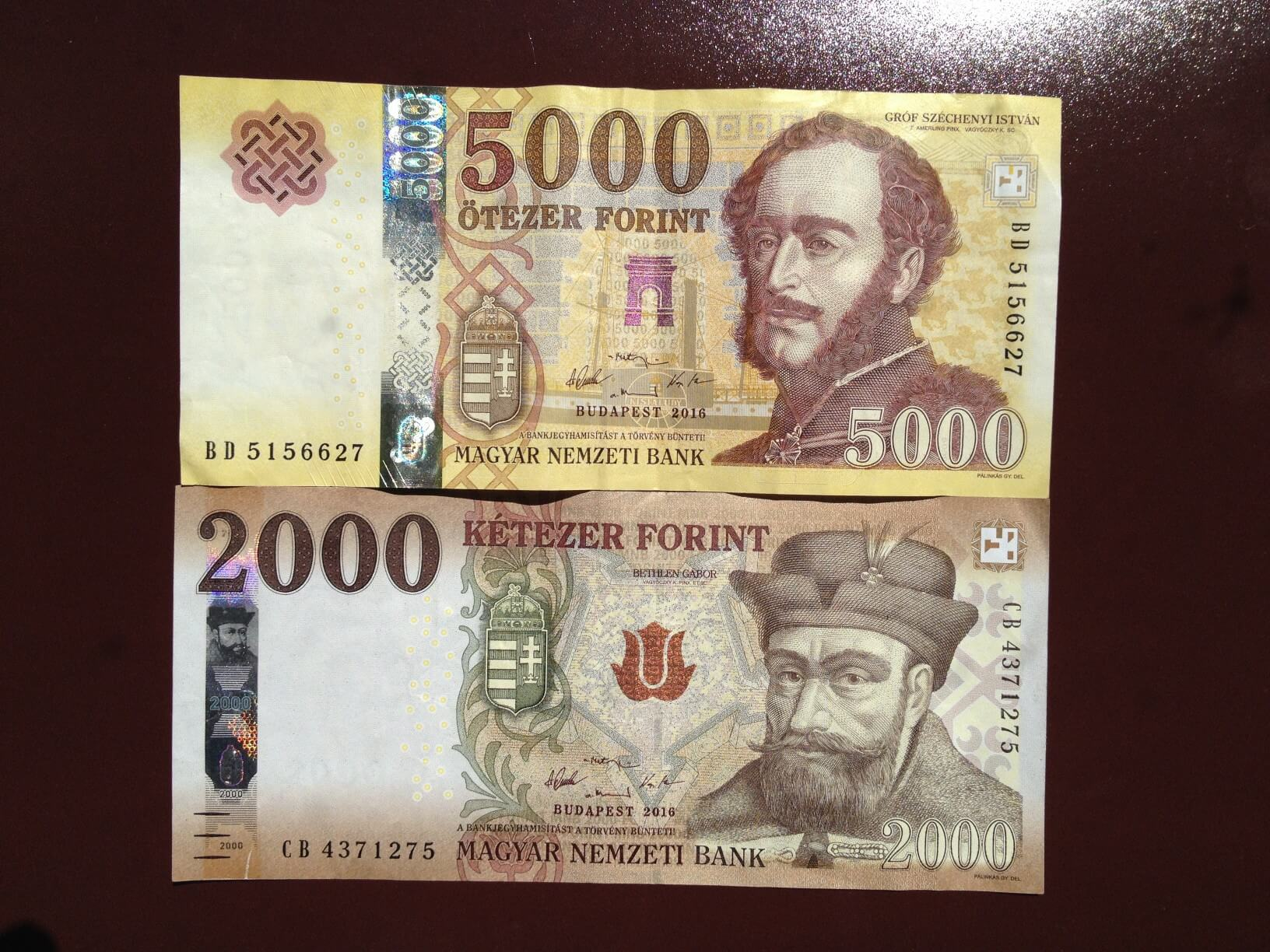 Neue Forint-Banknoten zu 2000 und 5000 Ft am 2017