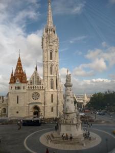 Burghotel Budapest, Blick zu Matthiaskirche und Fischerbastei