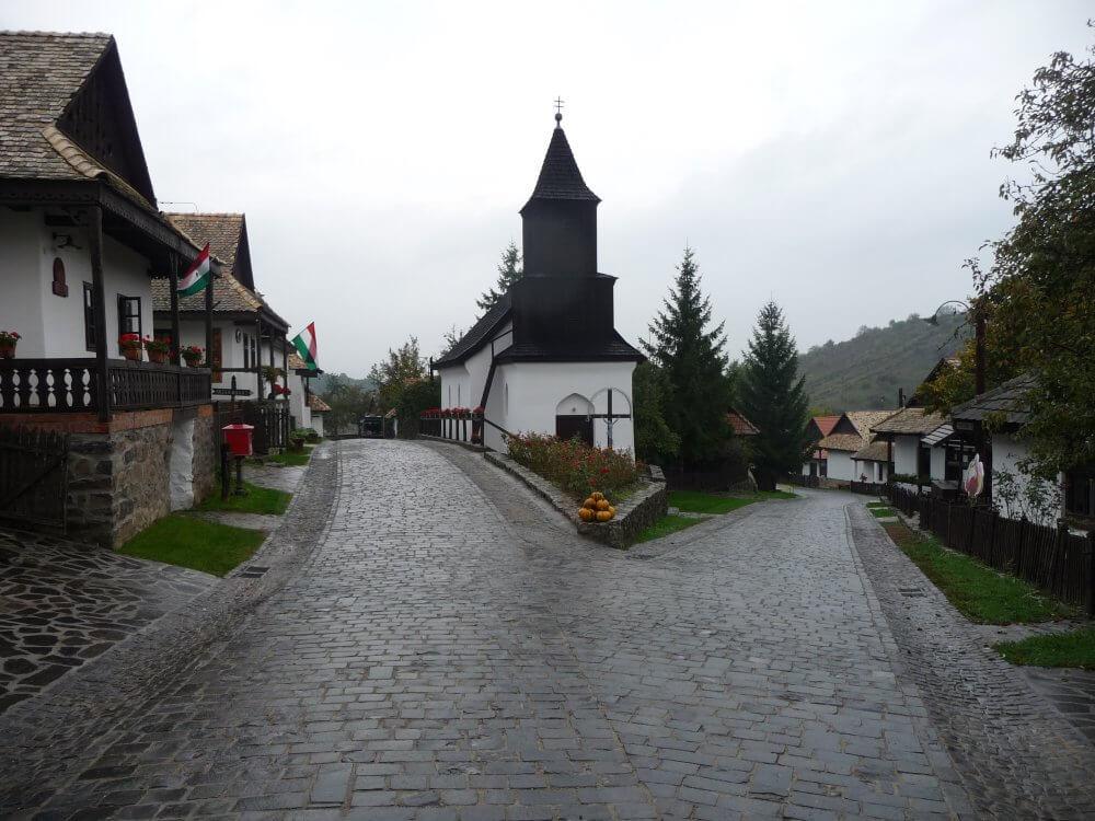 Dorfzentrum von Hollókö