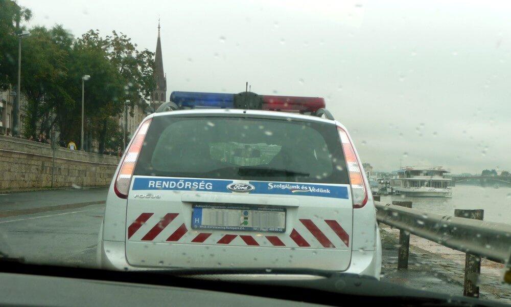 Eskorte von der ungarischen Polizei (Rendörseg)