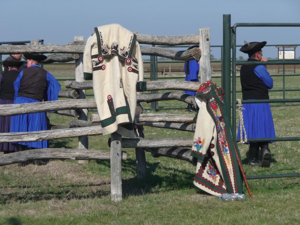 Graurindmarkt Hortobágy, traditionelle Hirtenmäntel