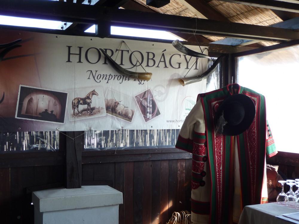Verkaufsstand der Hortobágy Kft. auf dem Graurindmarkt