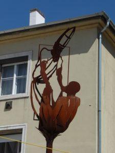 Martin gibt seinen Mantel, Metallskulptur auf dem Savariaplatz Szombathely