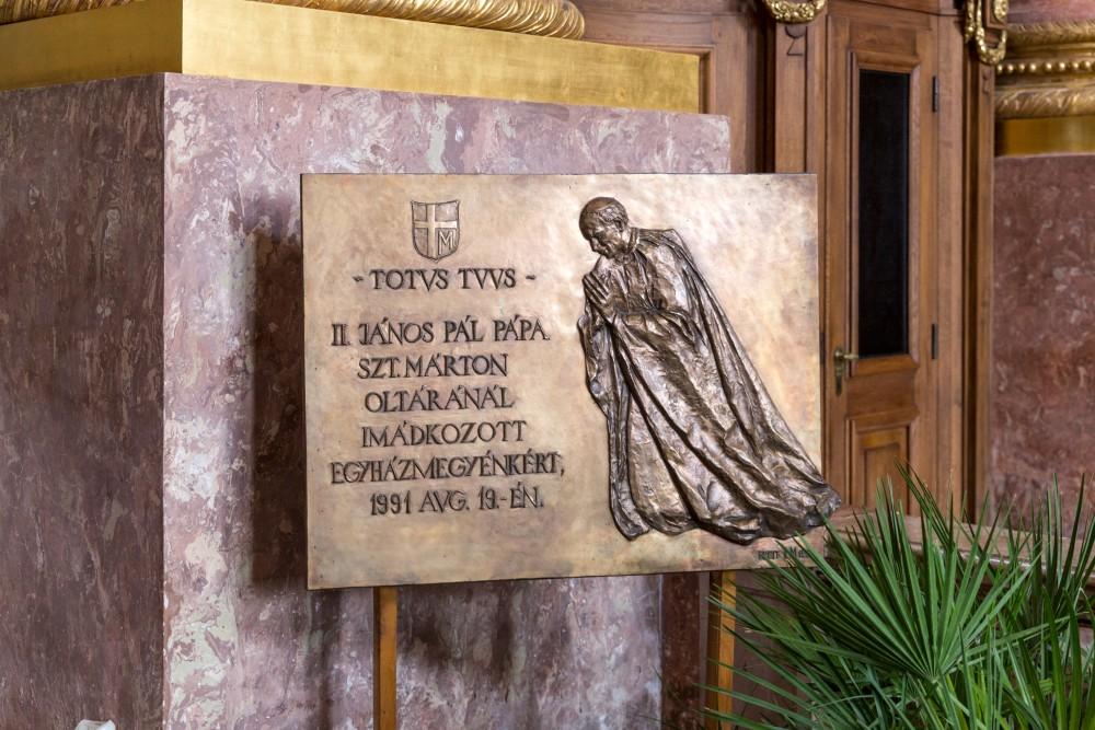 Gedenktafel an Papst Johannes Paul II., Kathedrale Szombathely