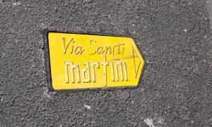 Via Sancti Martini, Strassenpfeil