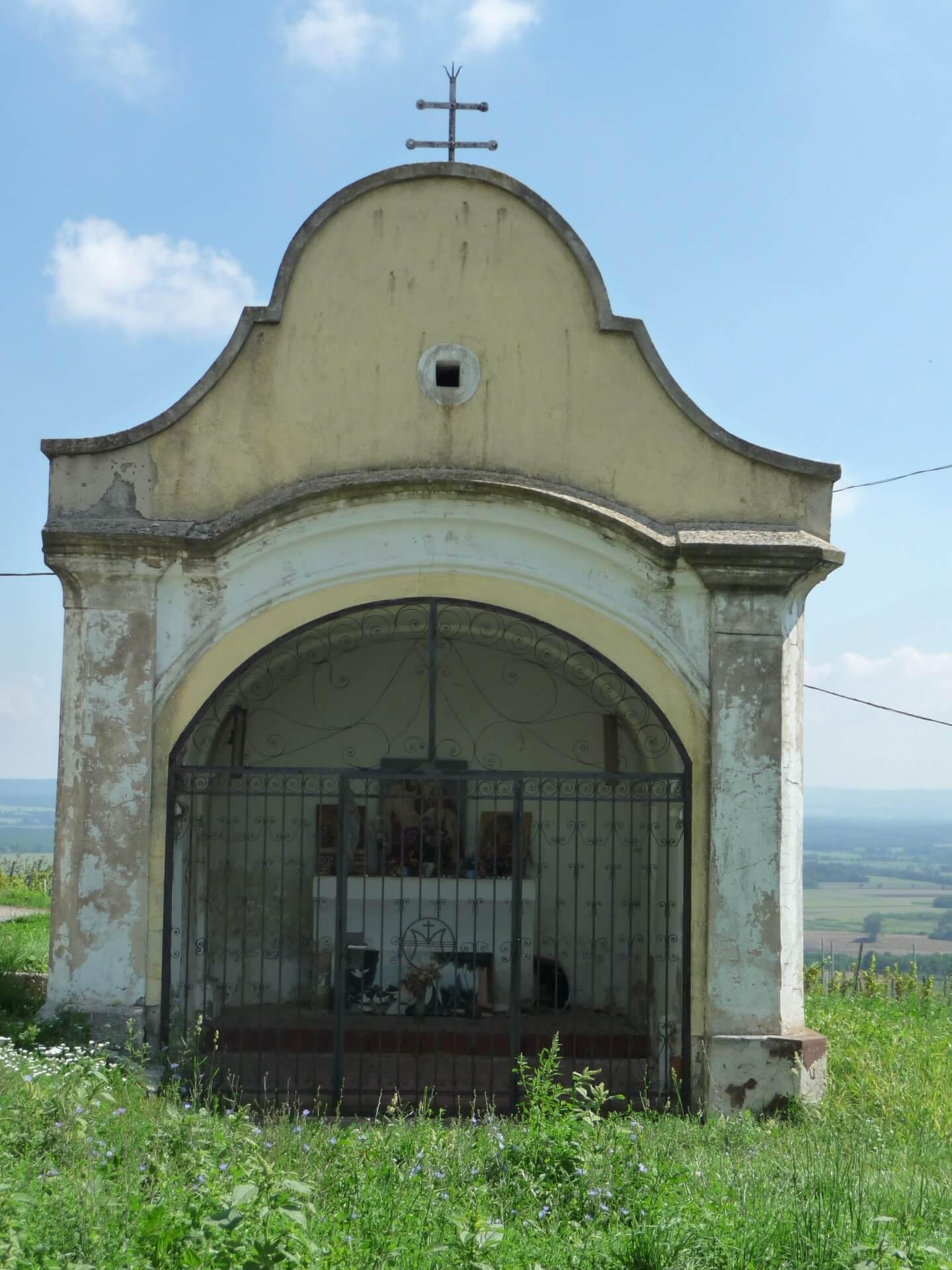 Minikapelle neben Szent Margit kápolna