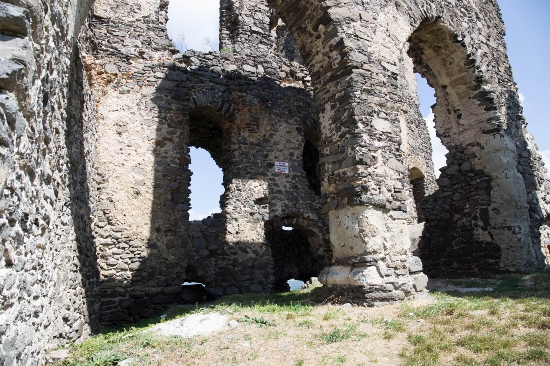 Ruine der Burg Somló, Ostseite