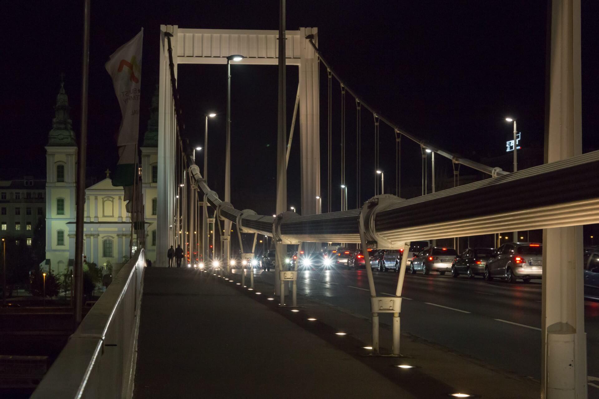 Elisabethbrücke (Erzsébet híd) Budapest, nachts