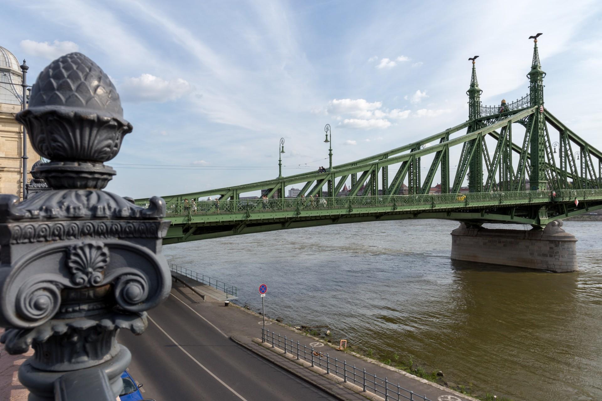 Freiheitsbrücke (Szabadság híd) Budapest von der Pester Seite
