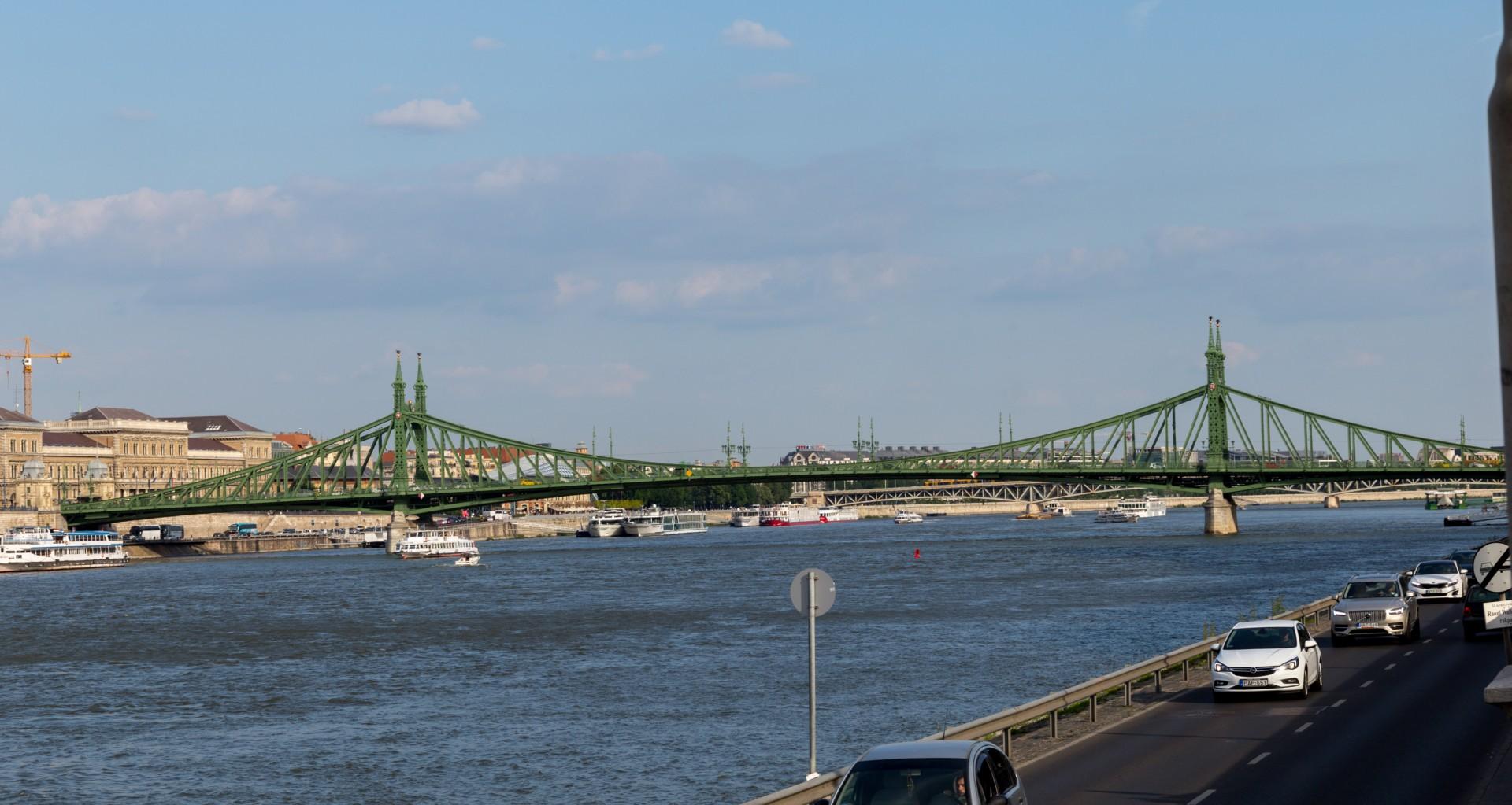 Freiheitsbrücke Budapest vom Rudasbad aus gesehen