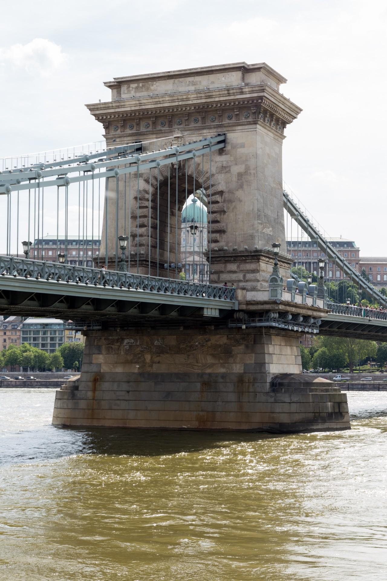 Pfeiler der Kettenbrücke Budapest