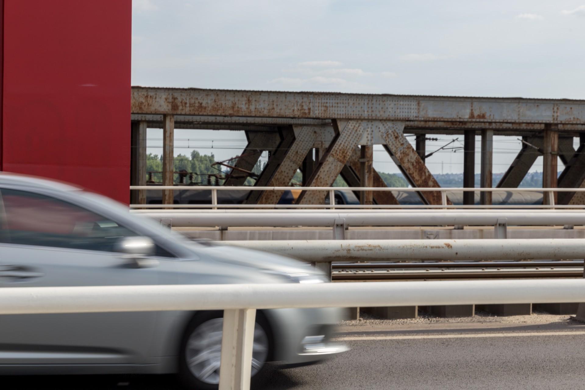 Südliche Eisenbahnbrücke neben der Rakoczi híd Budapest