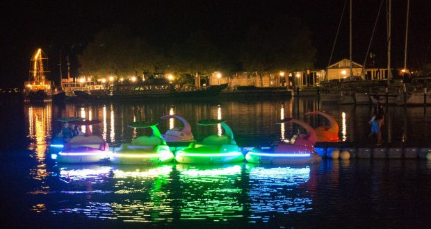 Boote nachts in Balatonfüred
