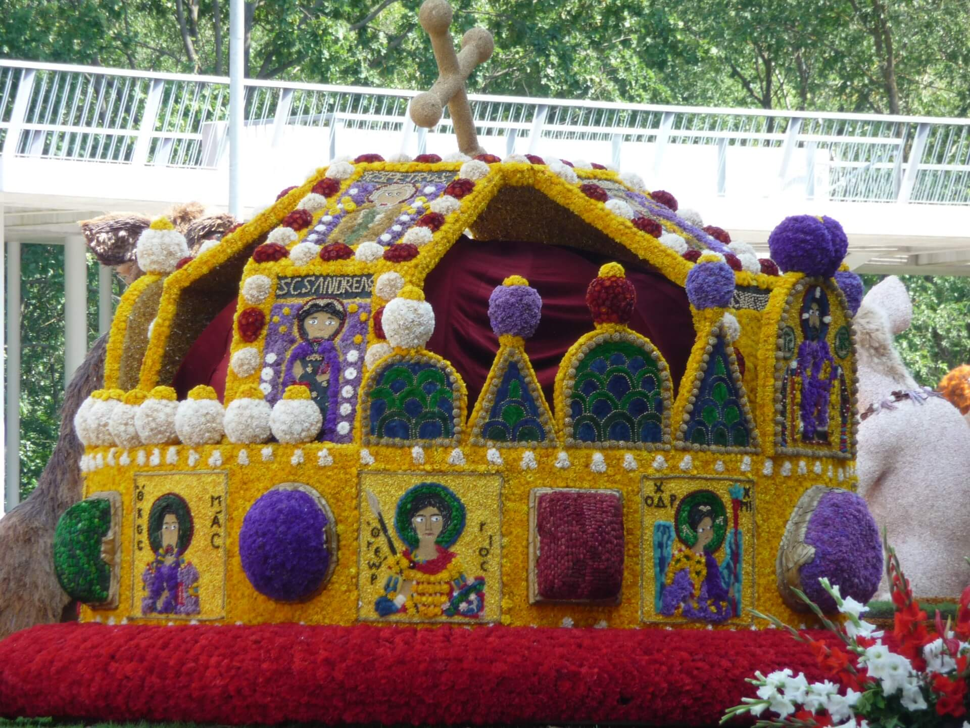 Blumenkarneval Debrecen, Wagen Stephanskrone