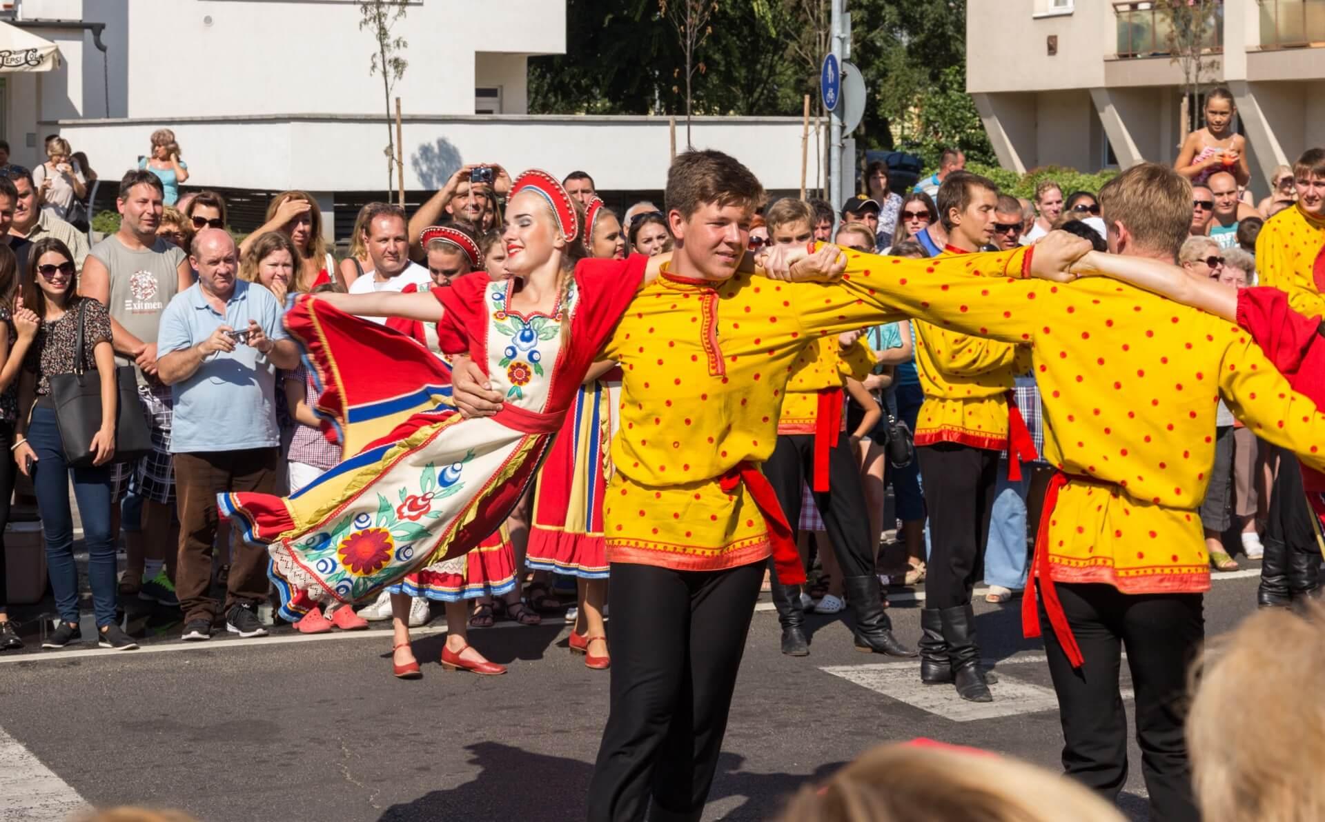 Blumenkarneval Debrecen, russische Tanzgruppe