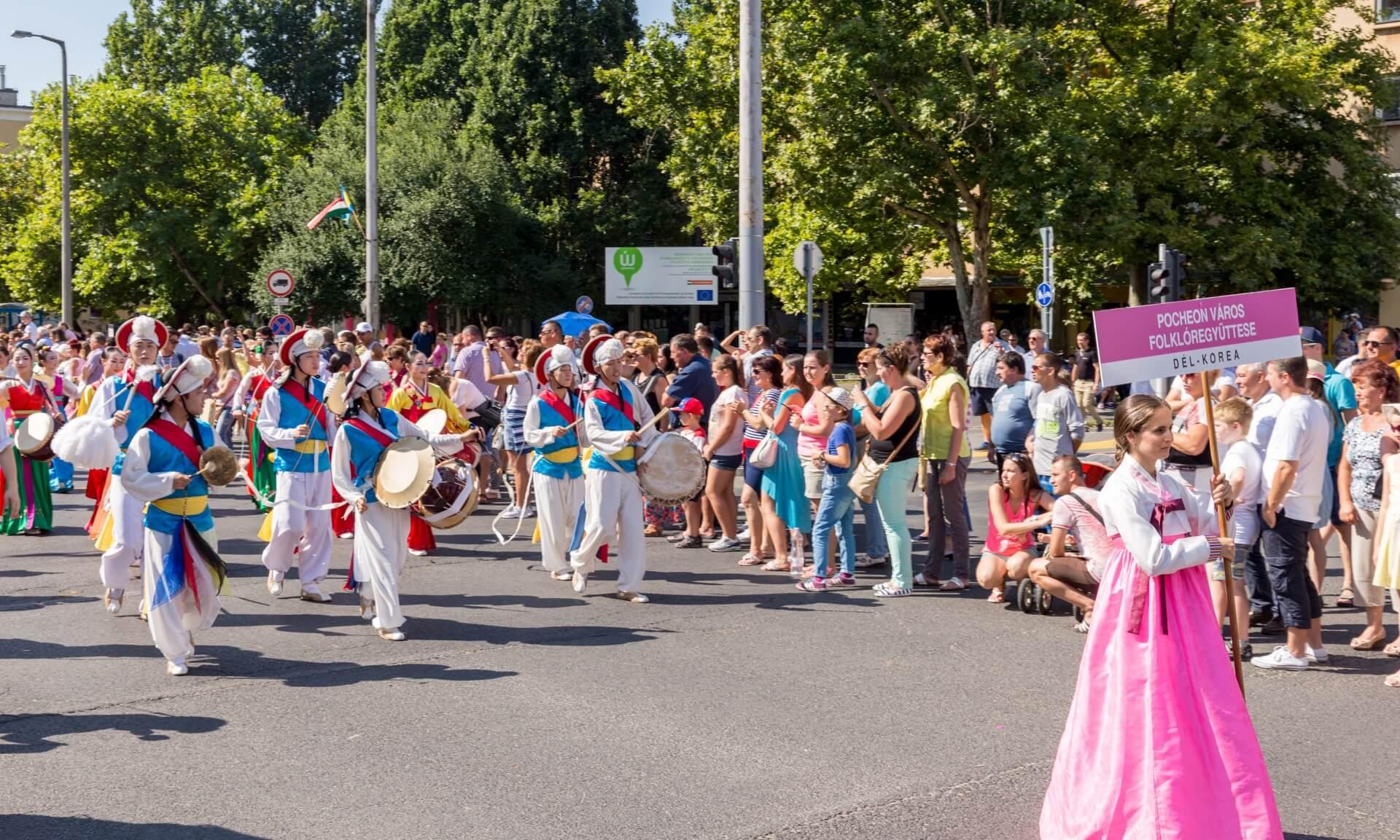 Blumenkarneval Debrecen, Folklore aus Südkorea