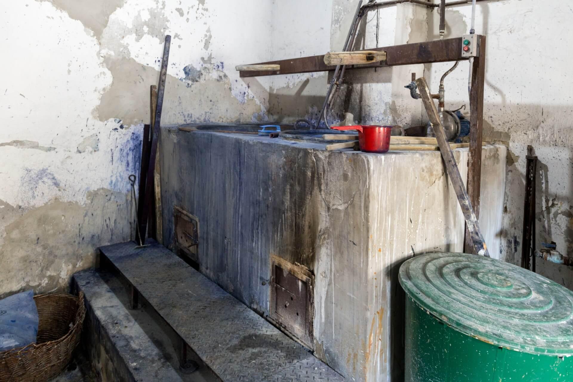 Holzbefeuerter Herd der Blaudruck-Werkstatt Tolna