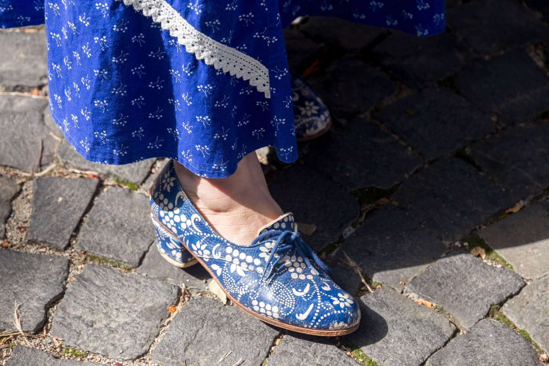 Schuhe mit Blaudruck