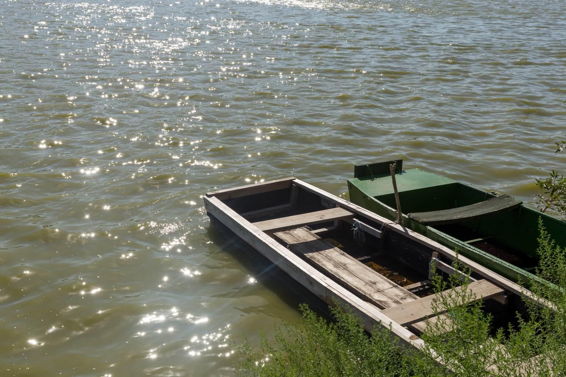 Boote auf der Holt-Duna