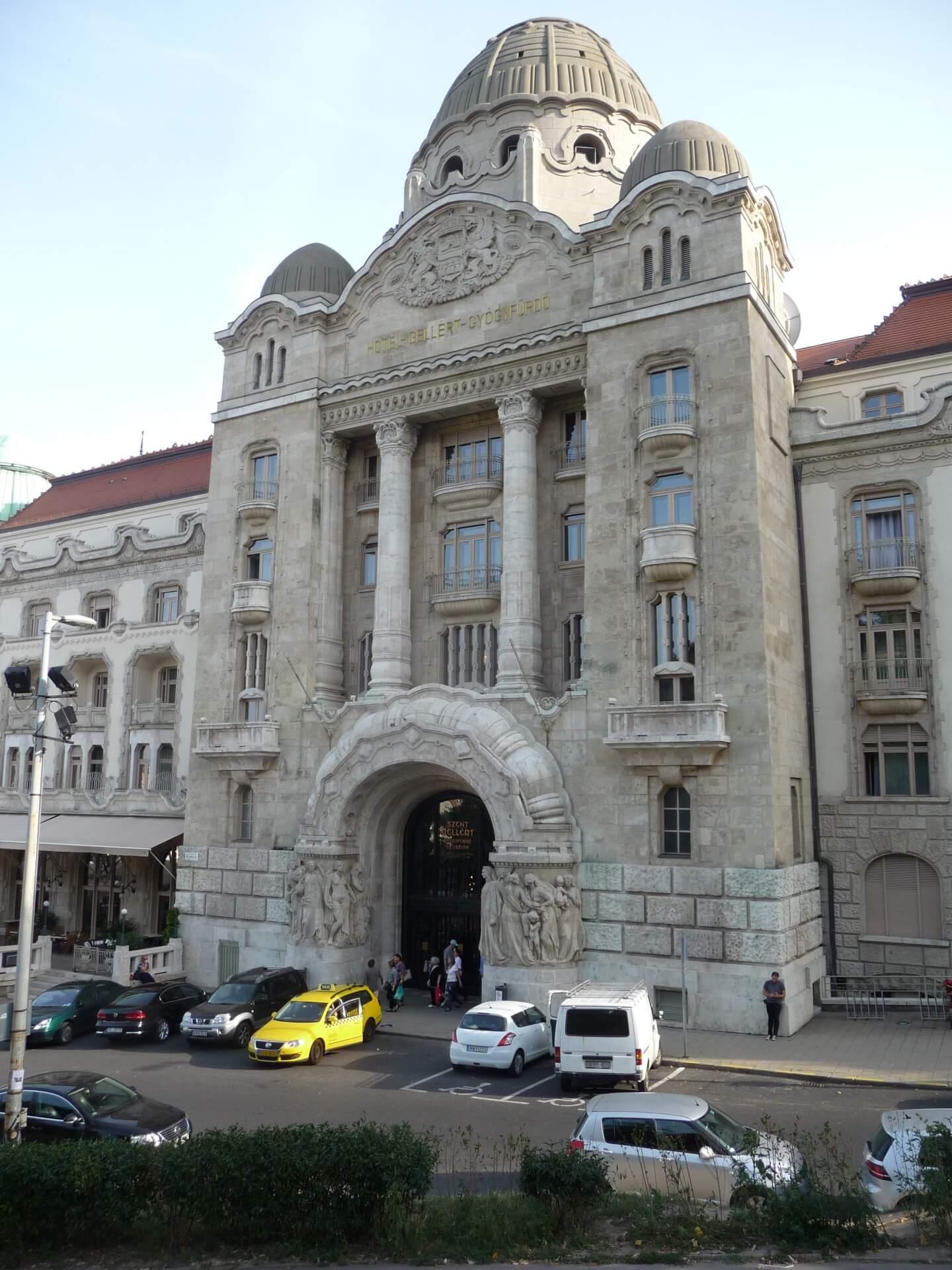 Seiteneingang zum Gellértbad Budapest