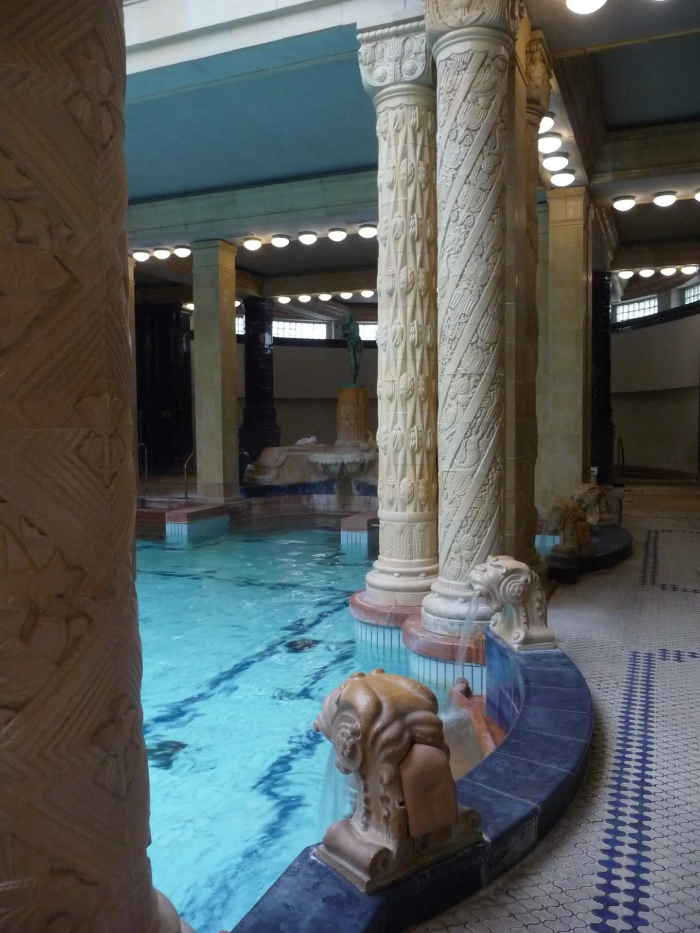 Gellért-Bad, Wasserspeier seitlich am Schwimmbecken