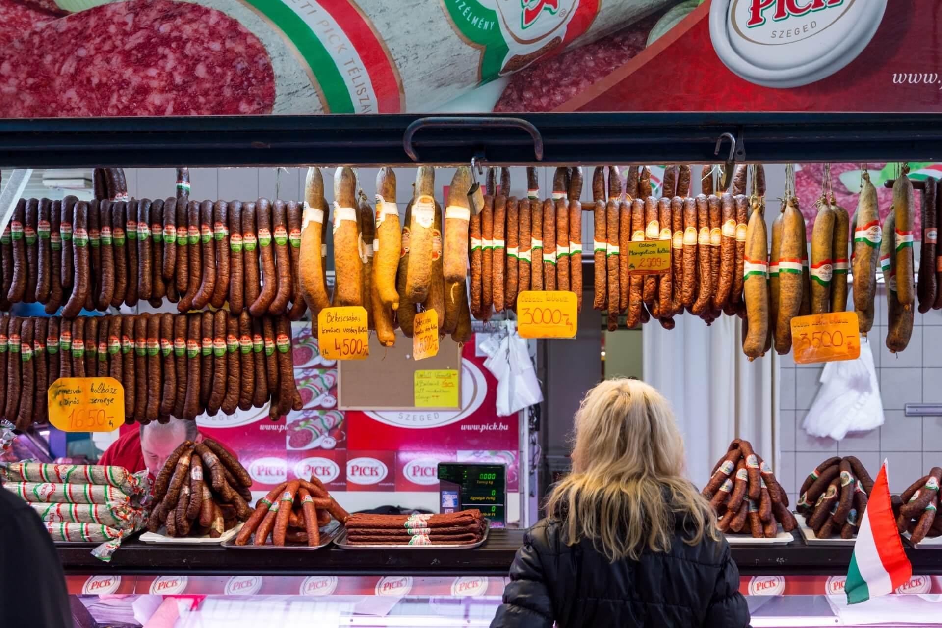 Salami in der Markthalle Budapest