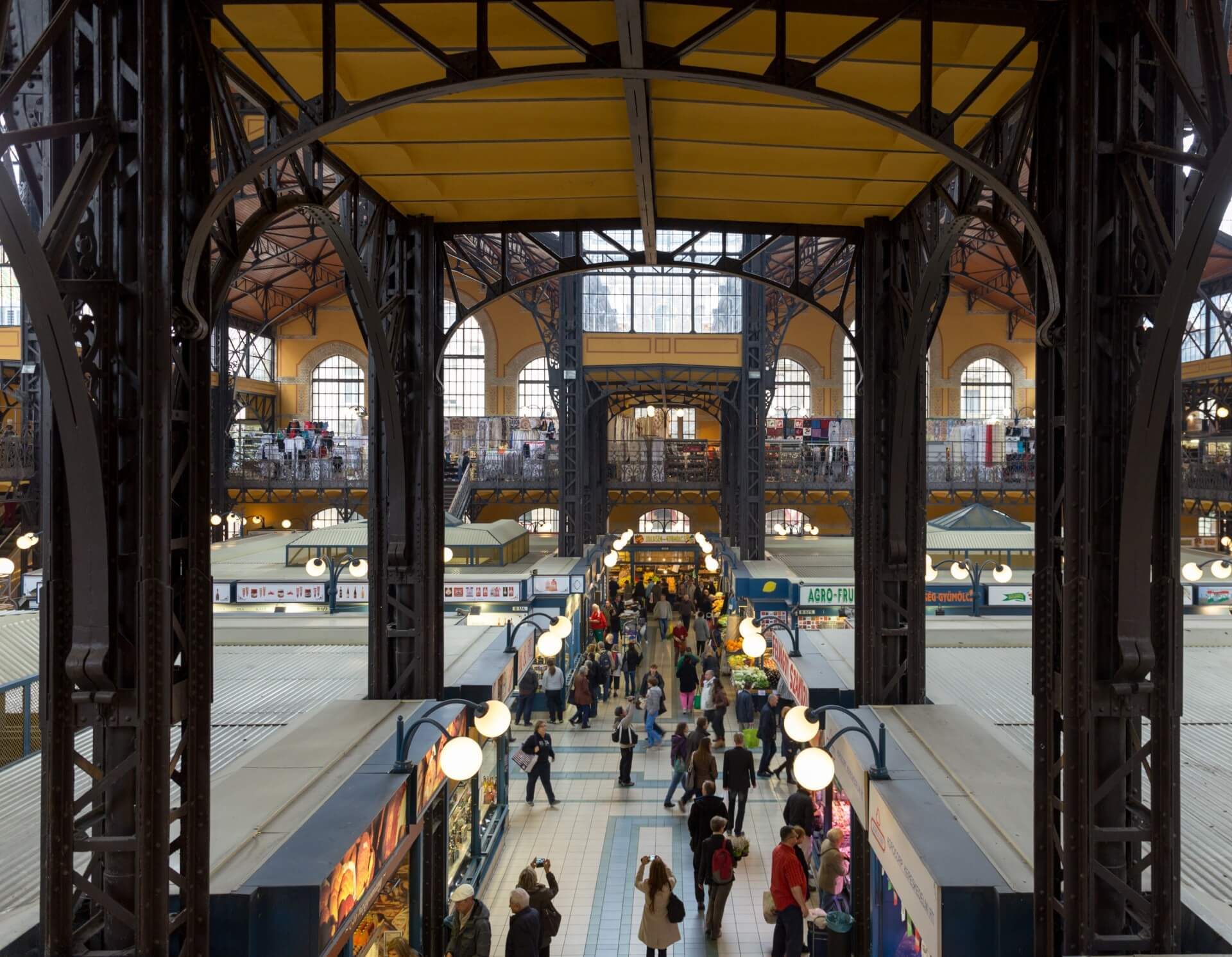 Blick quer durch die Große Markthalle Budapest