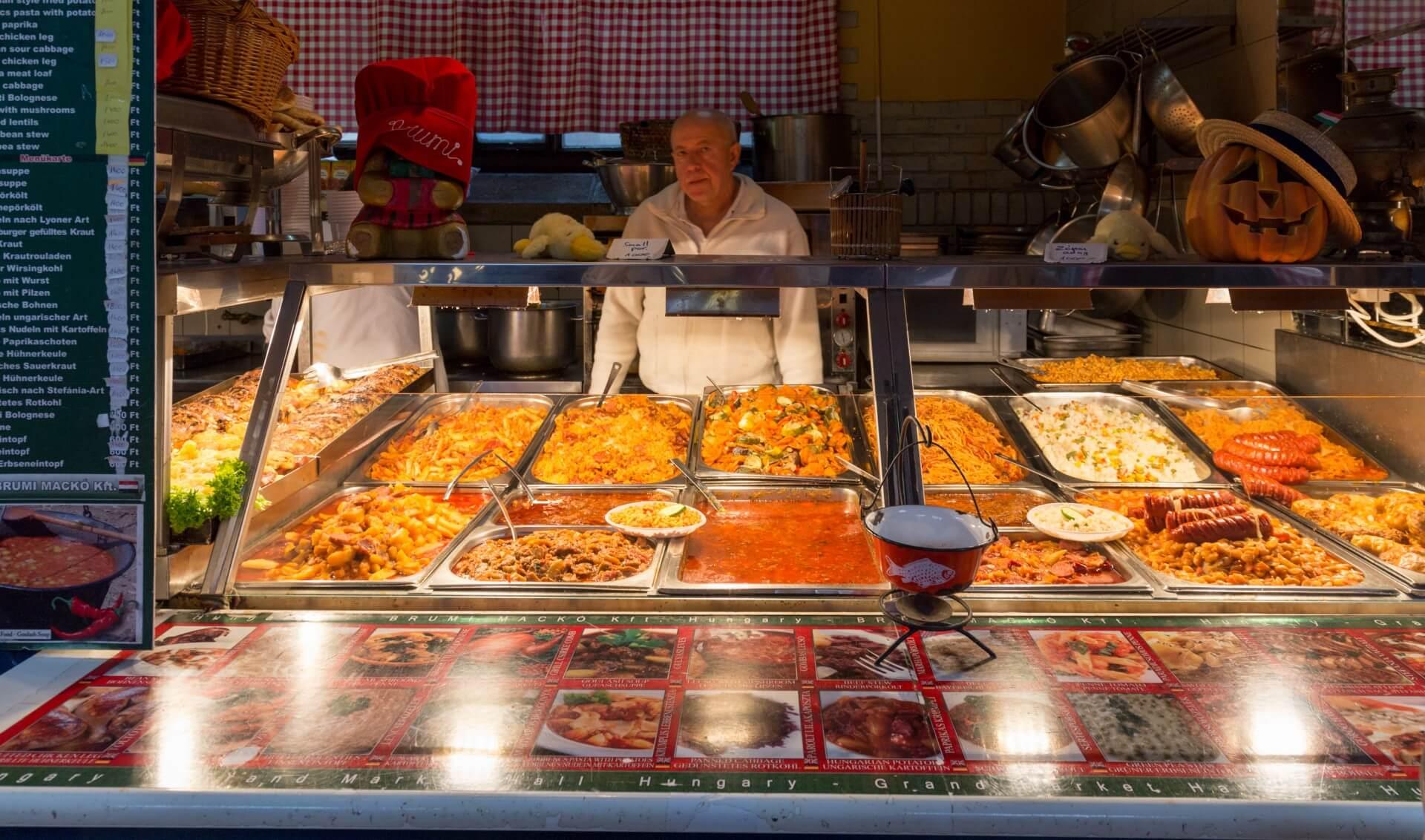 Essensstand in der Markthalle Budapest