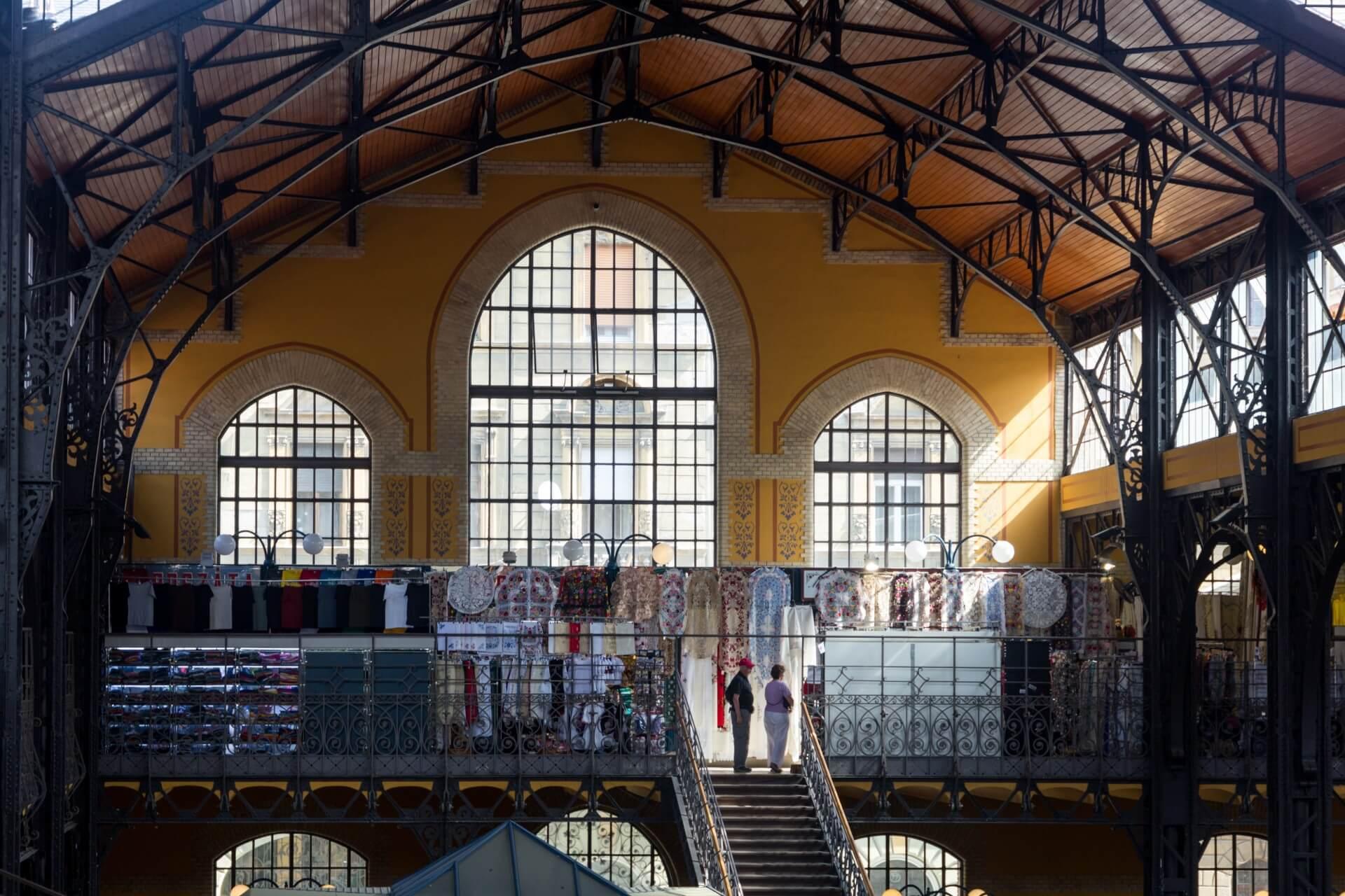 Stirnseite in der Markthalle Budapest