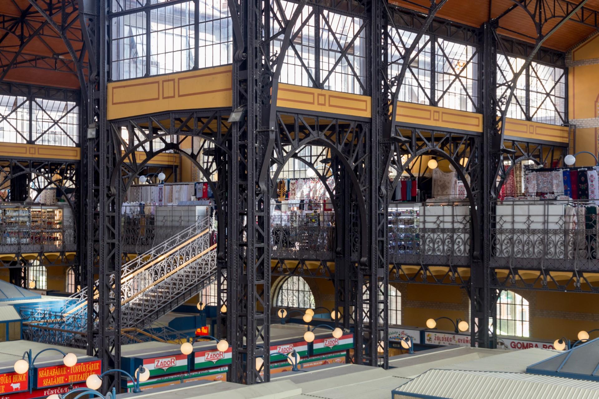 Treppe in der Großen Markthalle Budapest