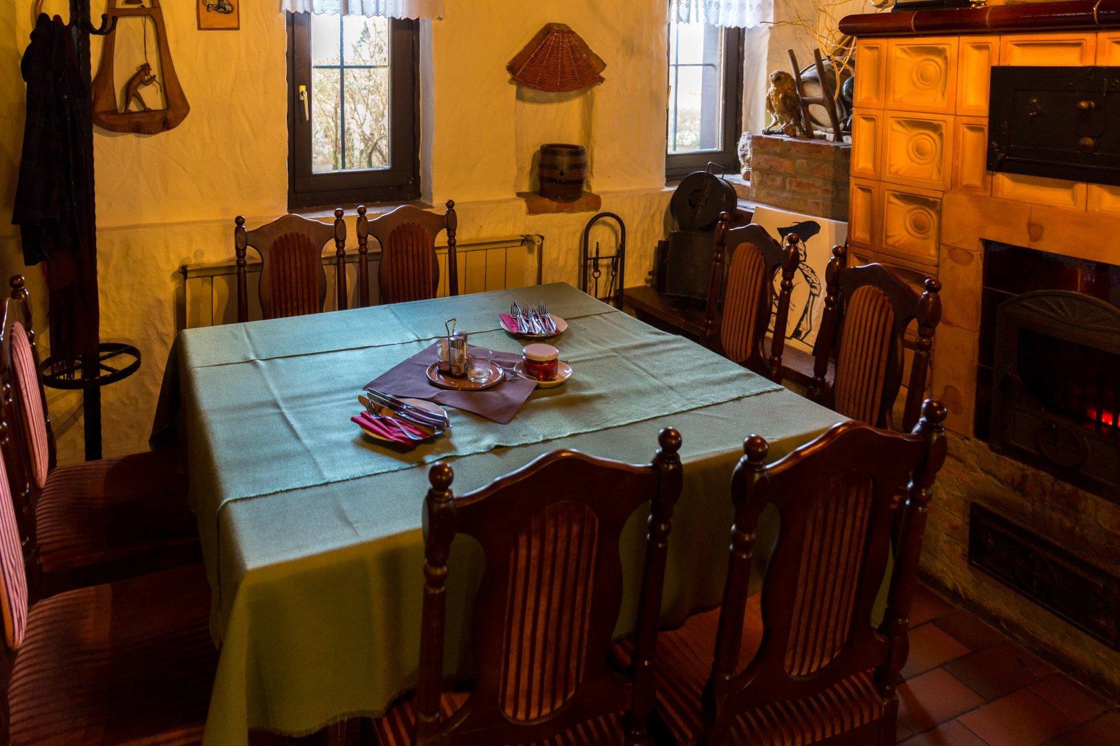 Tisch in der Loki Csárda Marcali