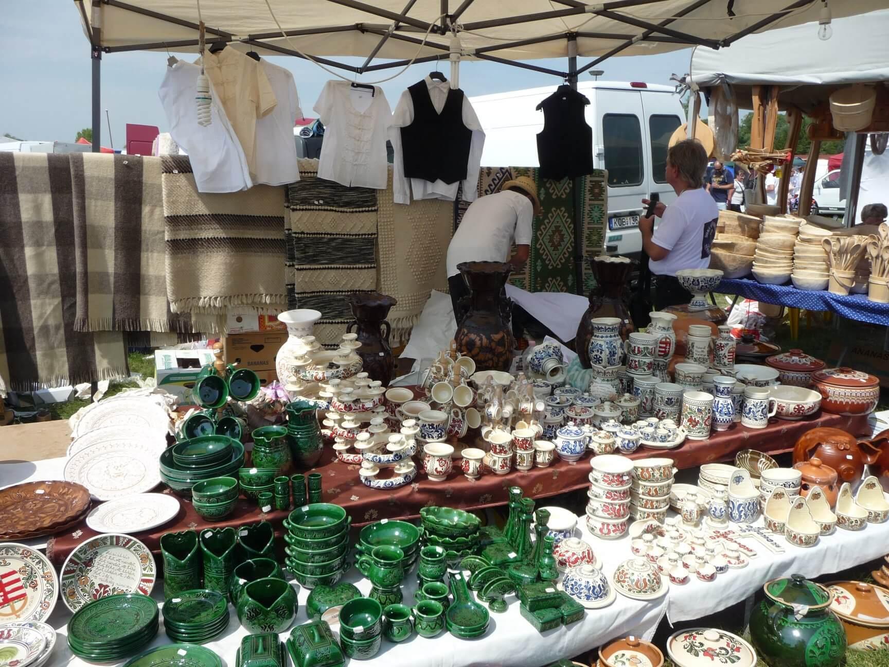 Keramik auf dem Brückenmarkt Hortobágy