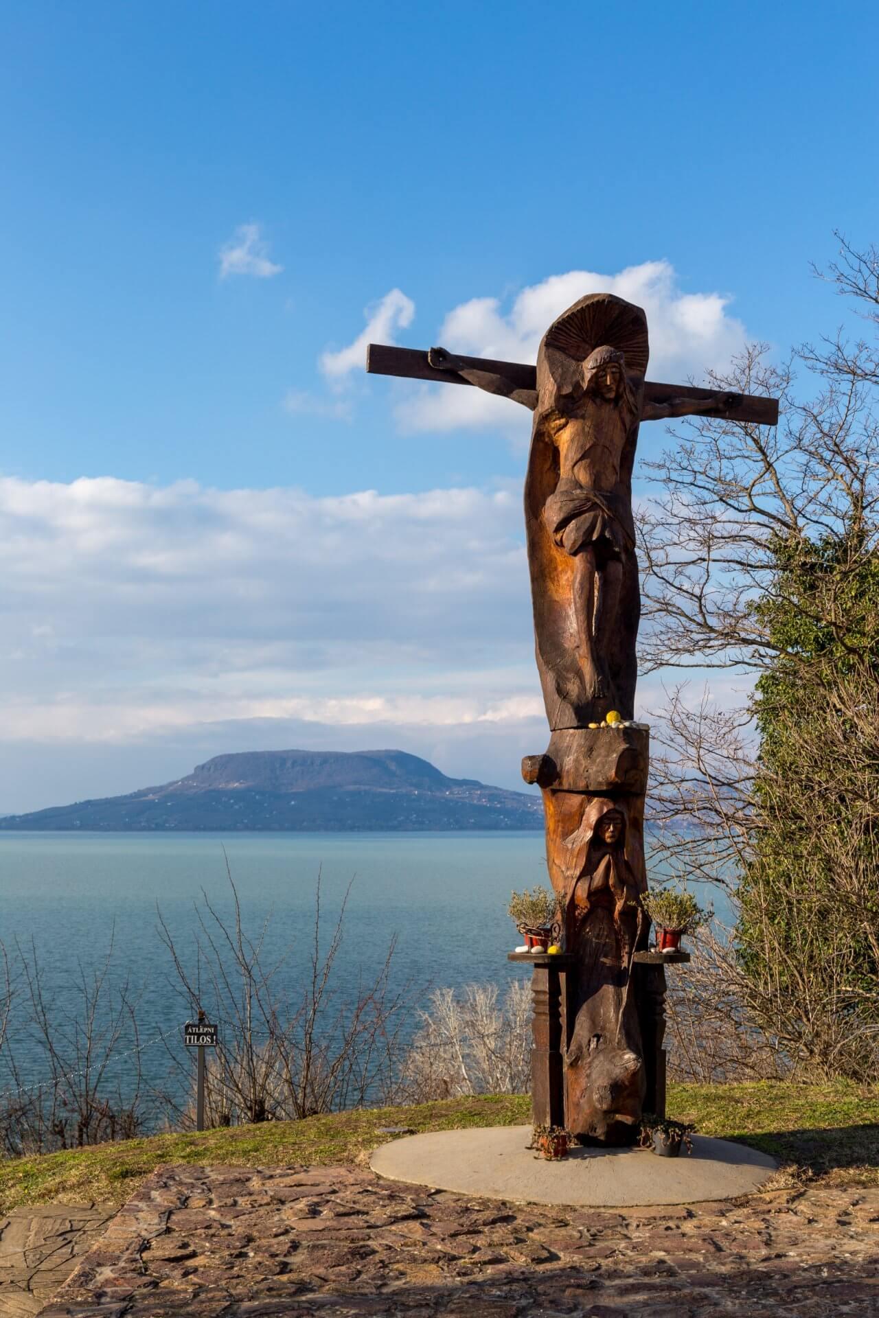 Hölzerne Jesusstatue in Fonyód