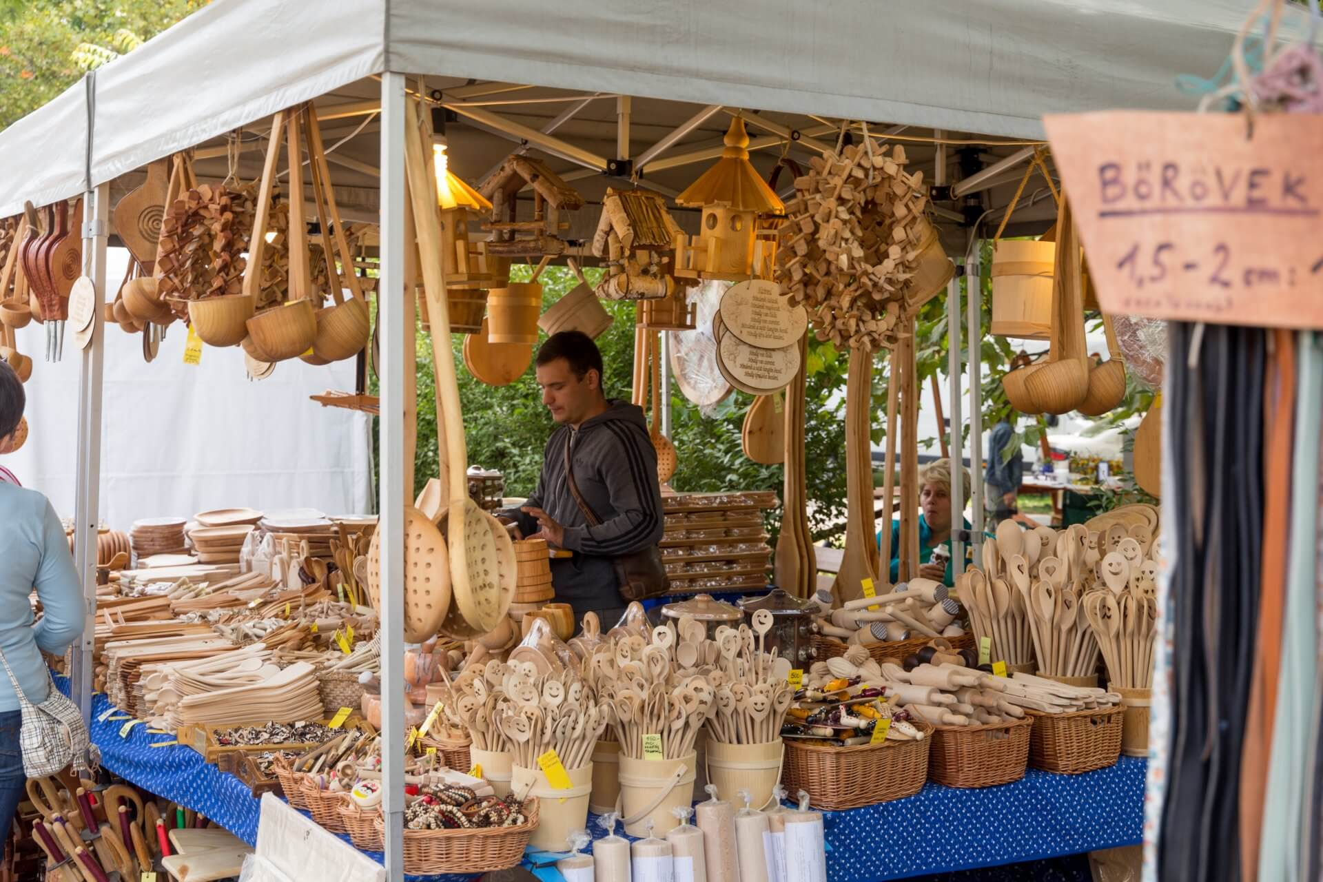 Holzwaren beim Gulaschfest Szolnok