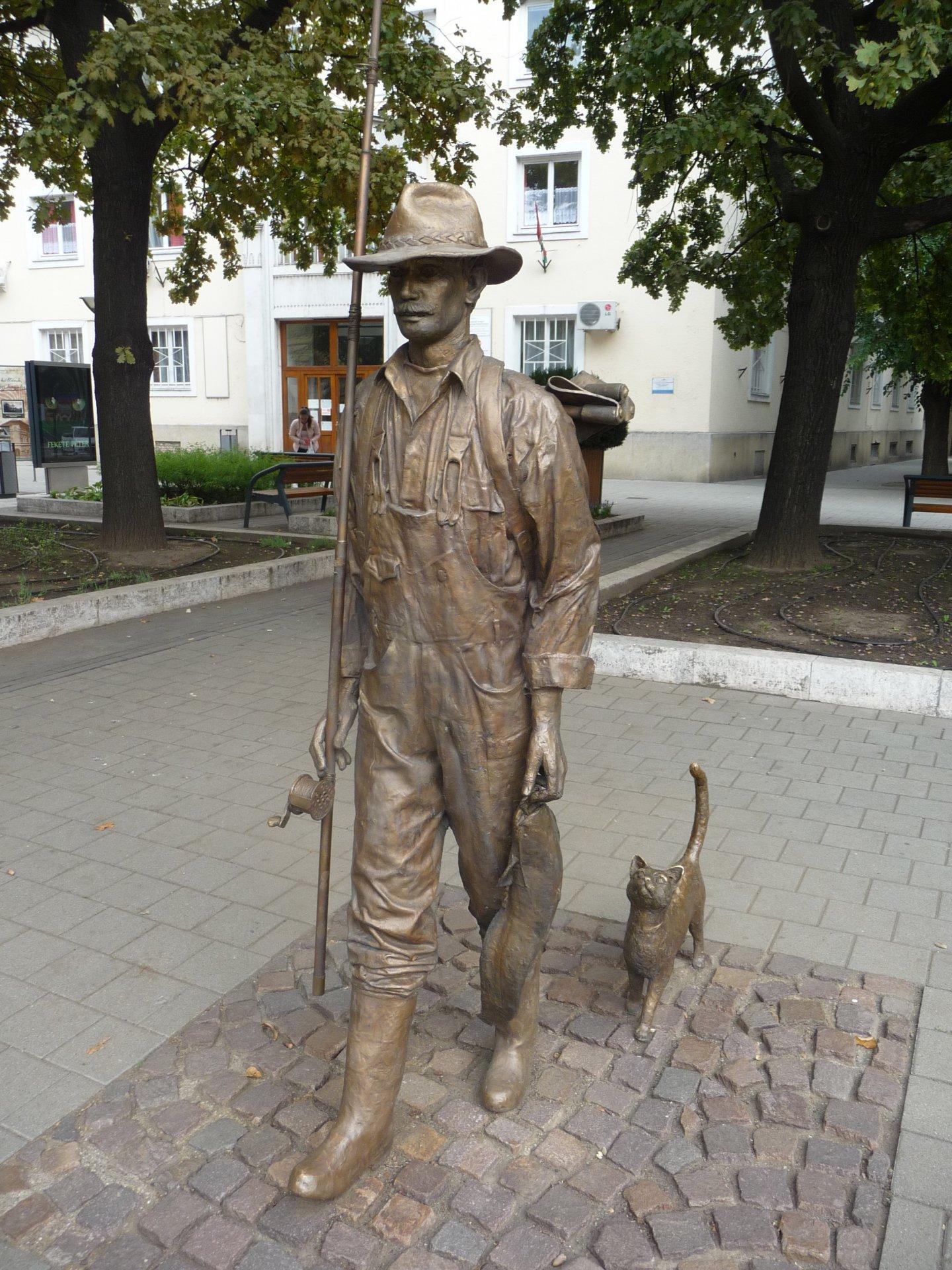 Szolnok, Bronzeskulptur Ficher