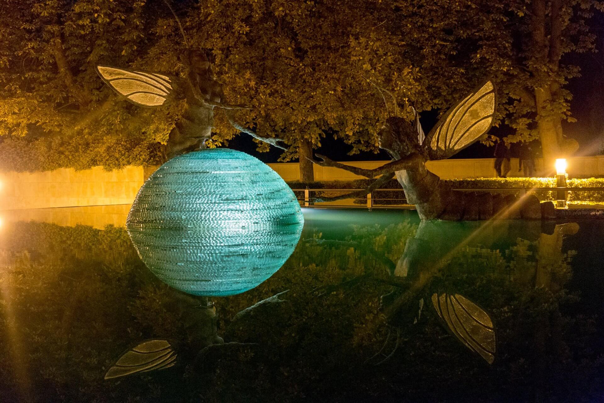"""Szolnok, Bronzeskulptur """"Paarungstanz der Eintagsfliegen"""", 2011"""