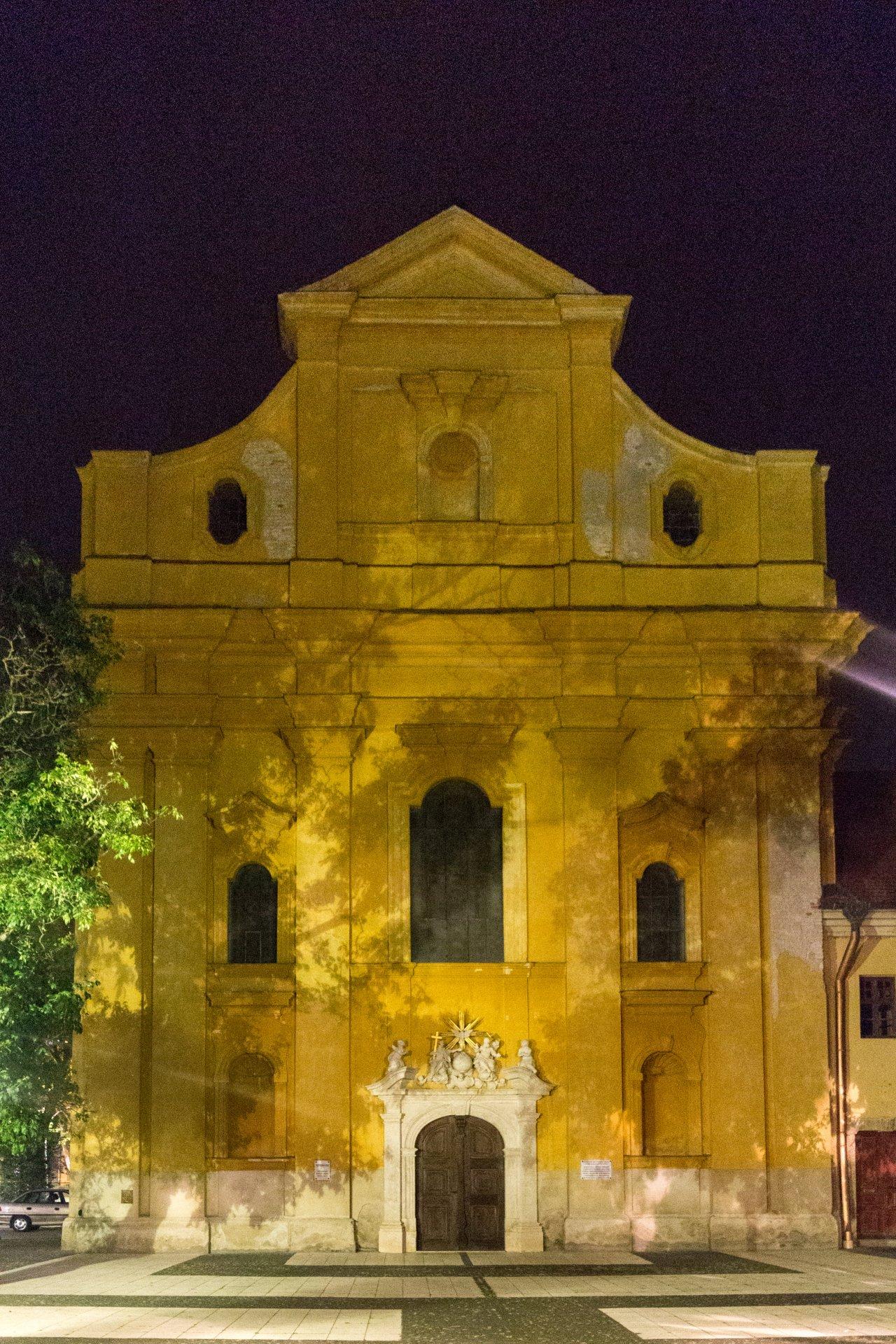 Westfassade der katholischen Kirche Szolnok