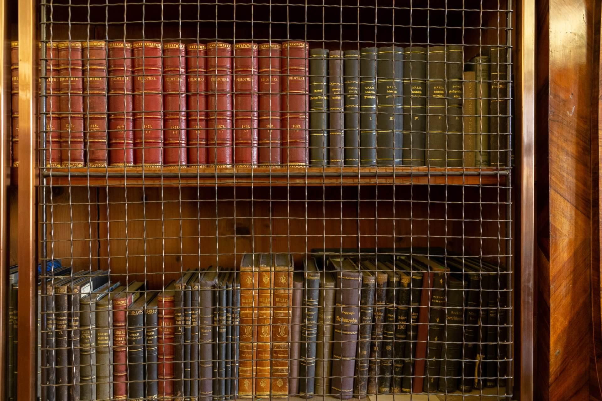 In der Bibliothek im Barockzimmer (Barokk térem) im Hotel Klastrum Győr