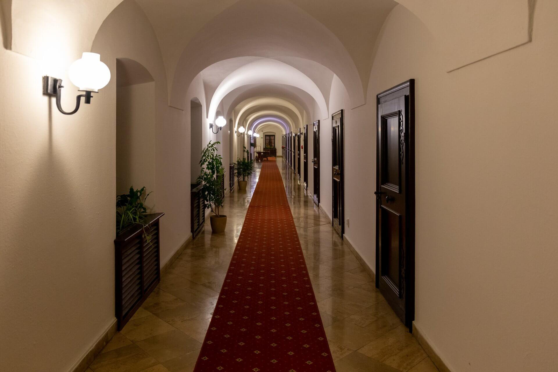 Gewölbegang im Klastrum Hotel in Győr