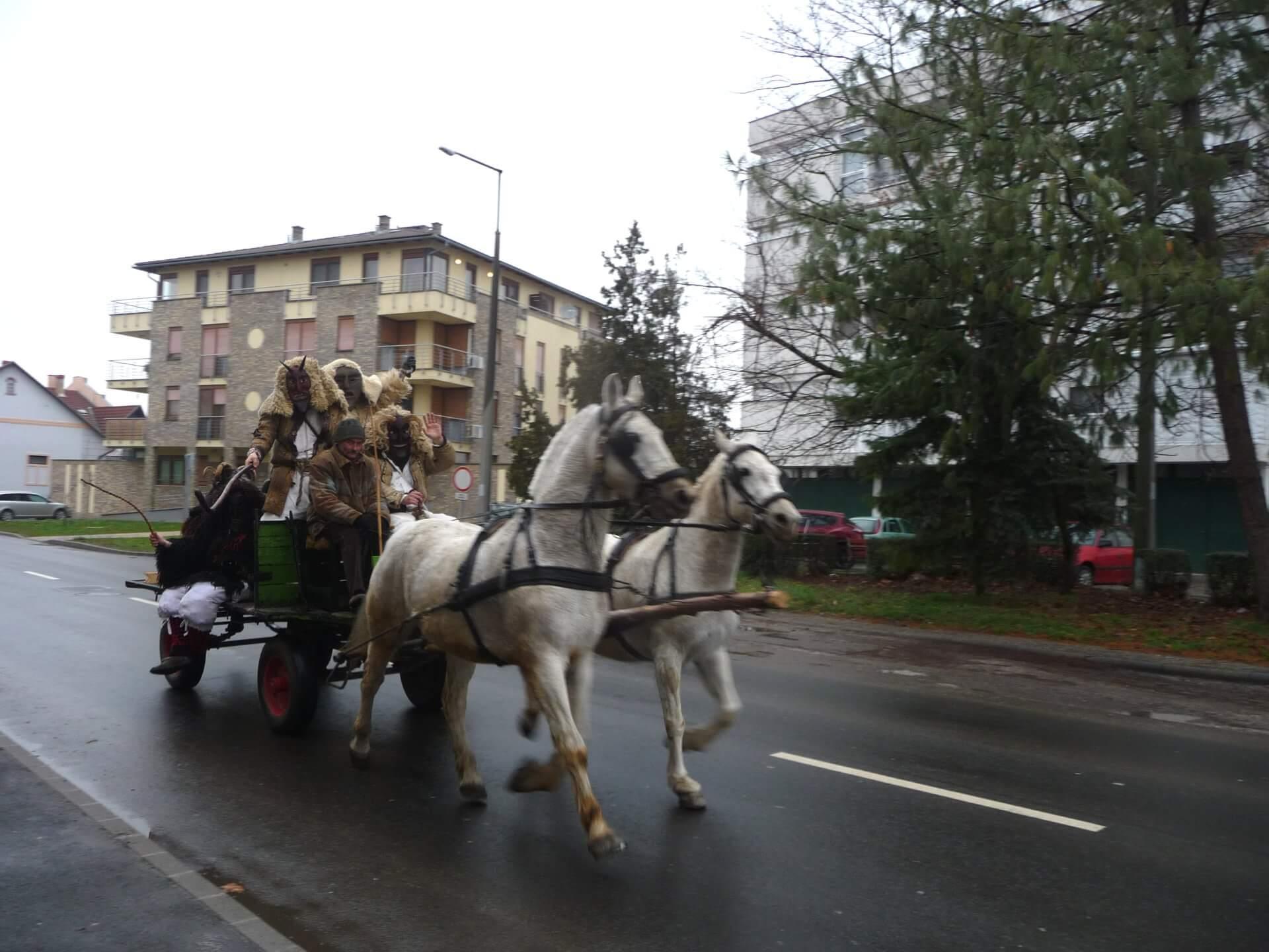Busós mit Pferdewagen