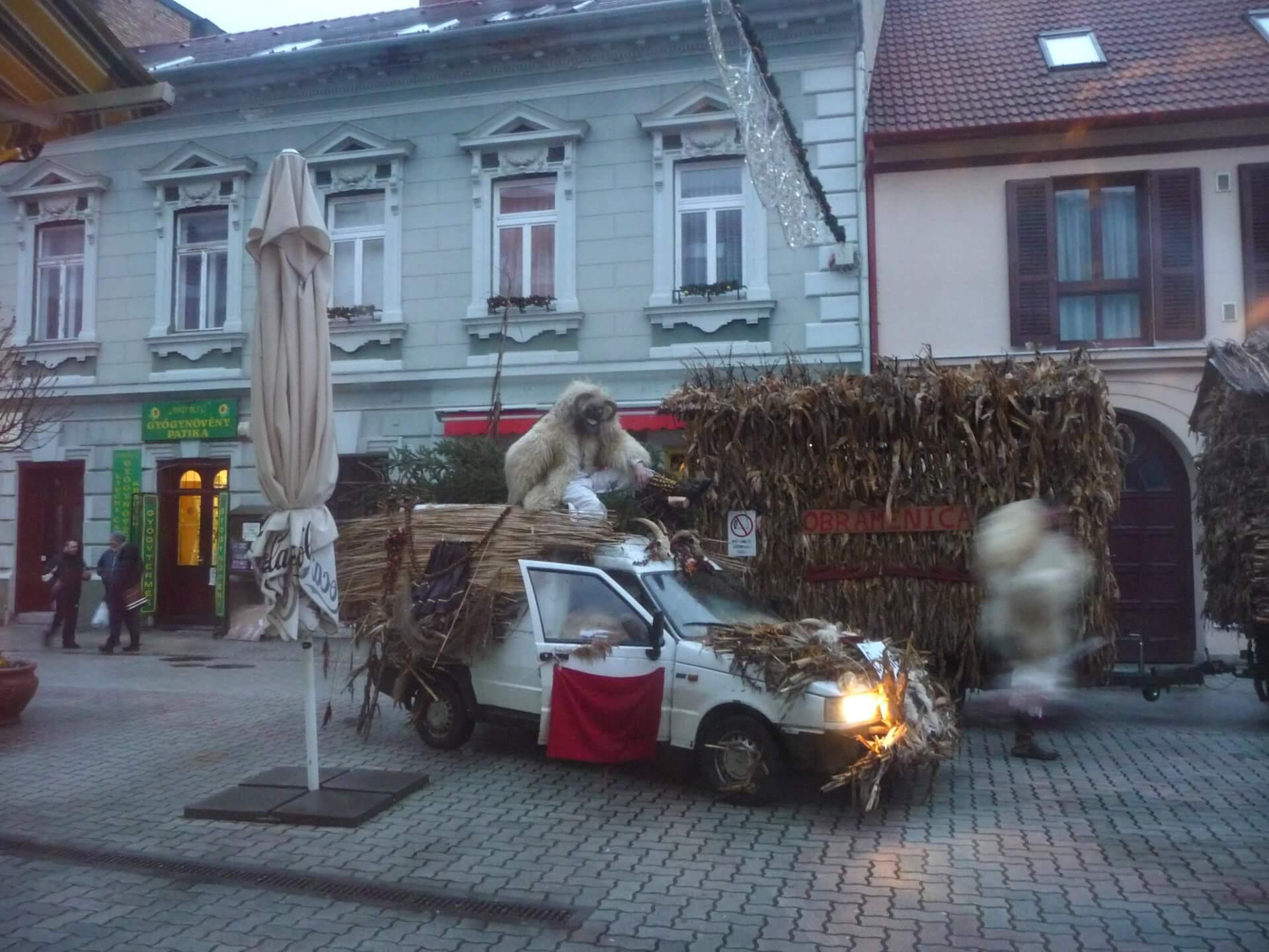 Fahrzeug für Busójárás in Mohács