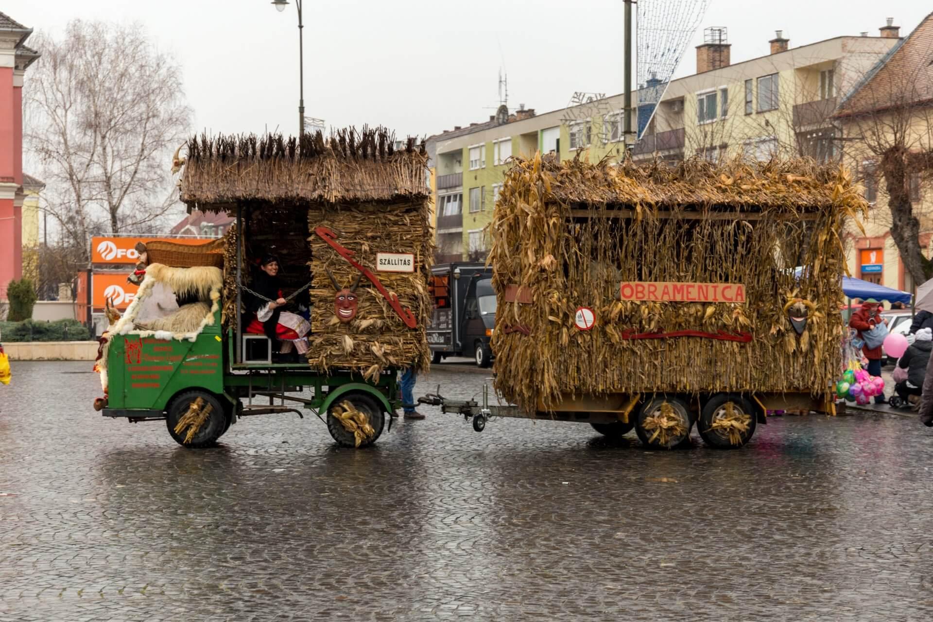 Umzugswagen, Maskenkarneval Mohács