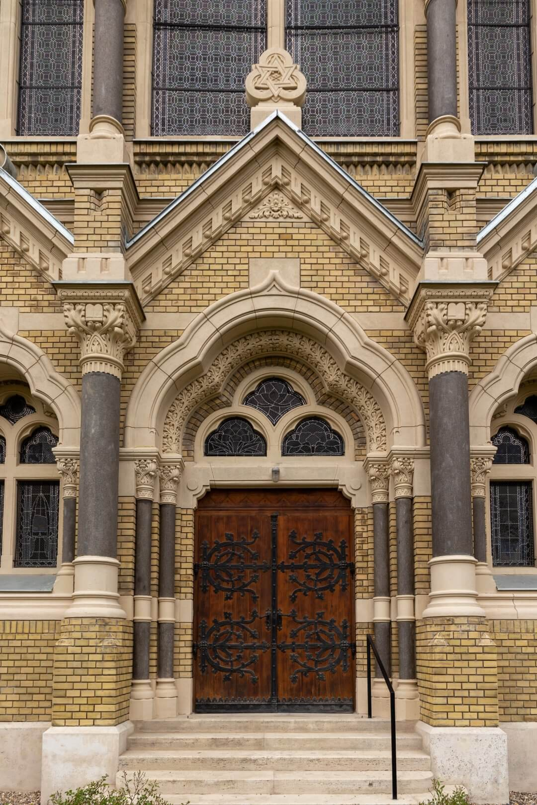 Synagoge Szeged, Eingangsportal