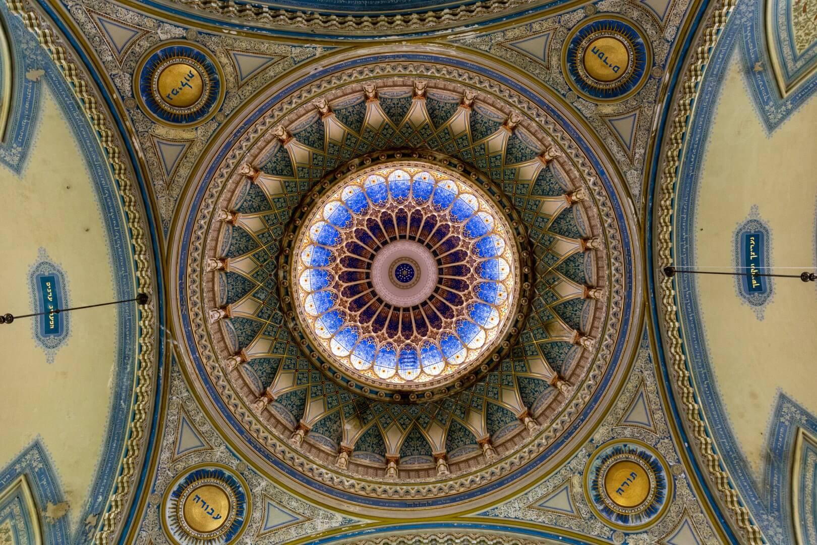 Kuppel der Synagoge Szeged von innen